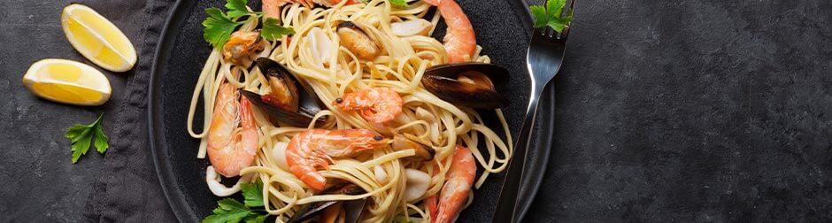 seafood-pasta-wine