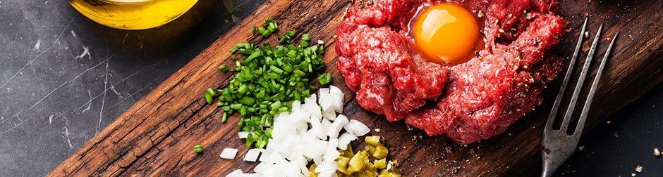 steak-tartare-wine