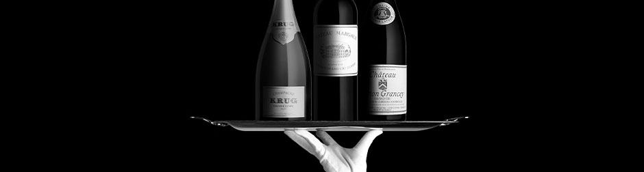 Plateau et bouteilles de vin